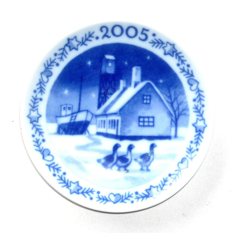 Small Christmas Plate Ornament Royal Copenhagen 2005 Old Fishing Village