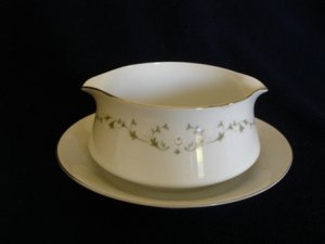 Sheffield 502  White Gravy Boat with attached Saucer