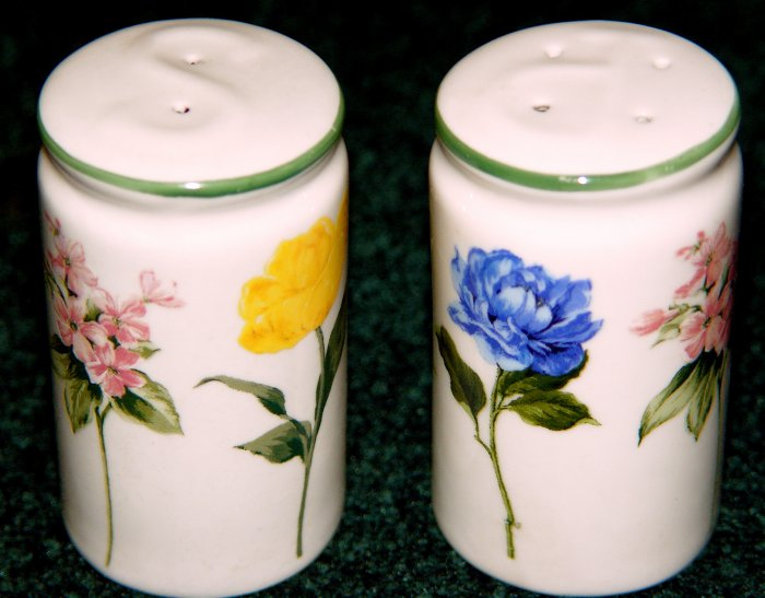 SALT & PEPPER SHAKER SET - FLORAL
