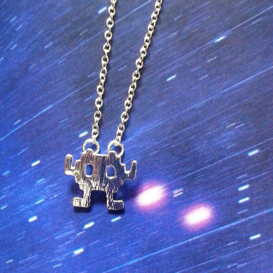 Space invader necklace (silver)