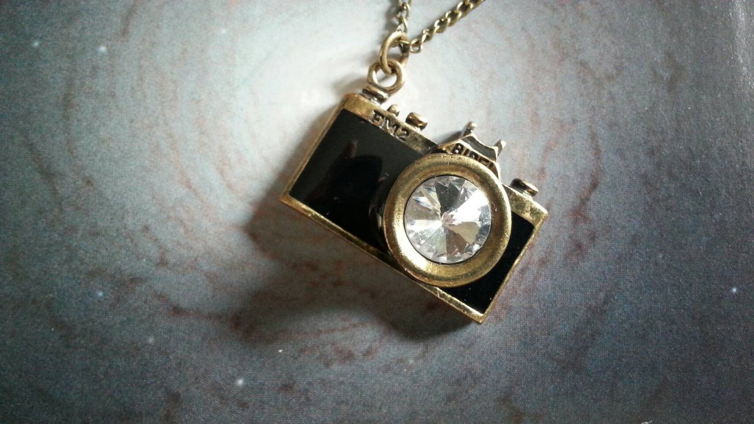 Retro/Vinage style Camera Necklace (black)