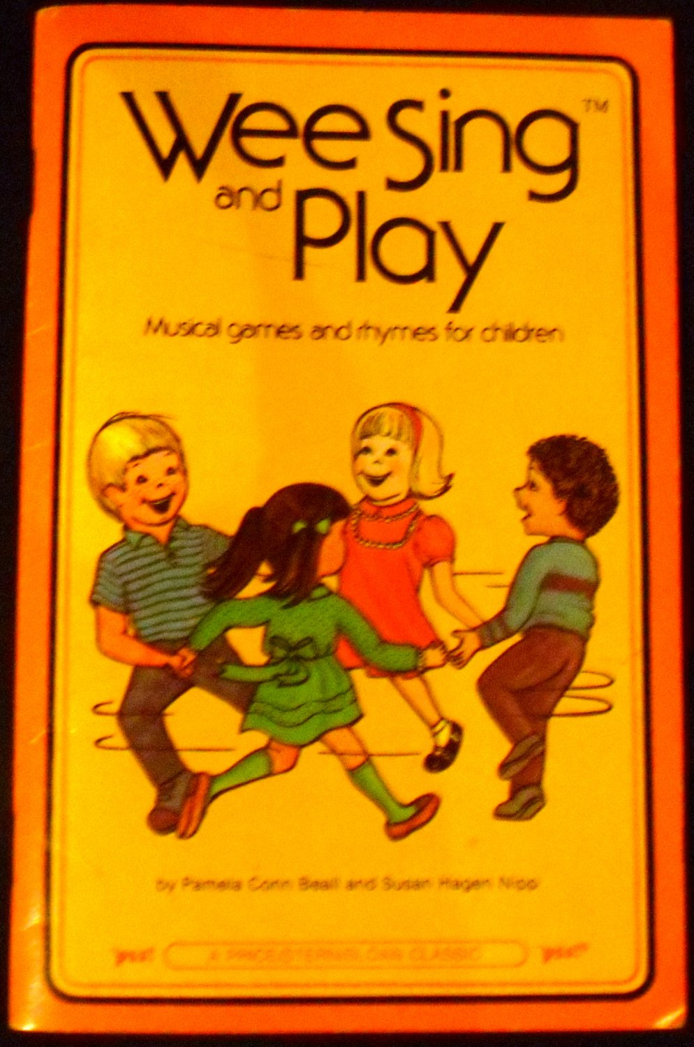 wee sing and play book by pamela conn beall and susan hagen nipp  1987  paperback