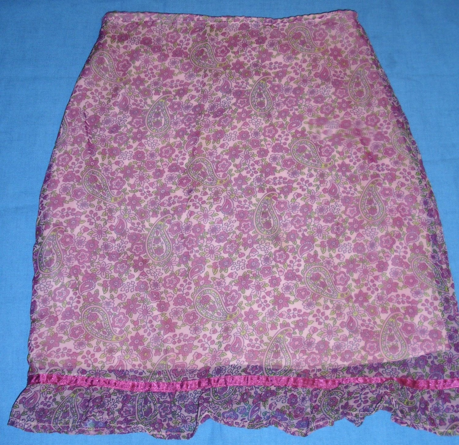 Size 10/12 Girls - *In Design - Pink Paisley with flowers knee legnth skirt