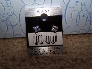 Sparkling Square Earring  New 100% Surgical Steel CE22