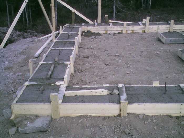 How to build cement basement footings plans house shed garage for Building a basement foundation