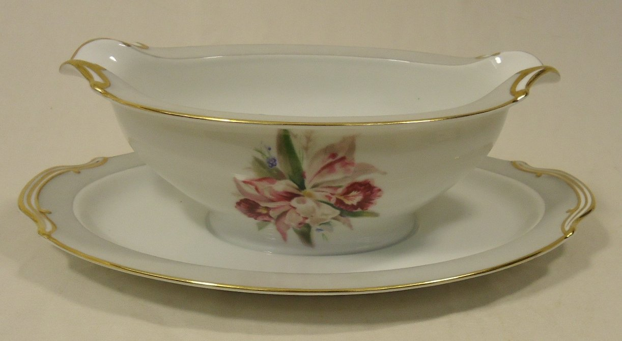Noritake 5049 Vintage Gravy Boat Attached Saucer 9 1/2in x 6in x 3in China Gold Rim
