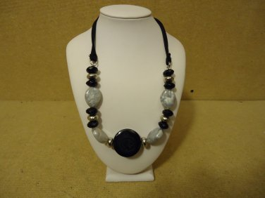 Designer Fashion Necklace 20in Beaded/Strand Female Adult Blacks/Silvers
