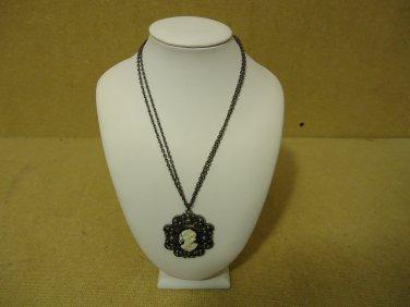 Designer Fashion Necklace 16in Drop/Dangle Chain Metal Female Adult Black/White