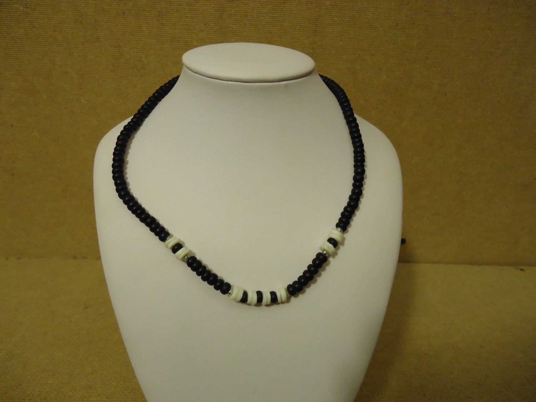 Designer Fashion Necklace 16in L Beaded/Strand Female Adult Blacks/Whites