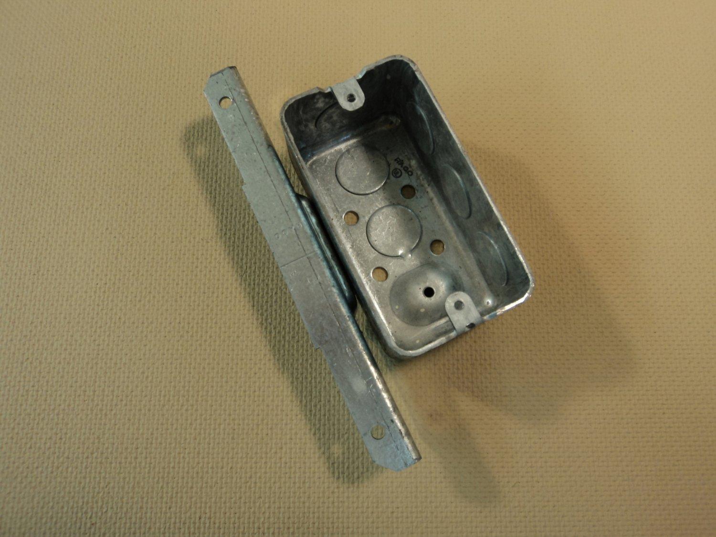 Raco Handy Box 4-in x 1 7/8-in Deep Gray 7 Knockouts 661 Steel