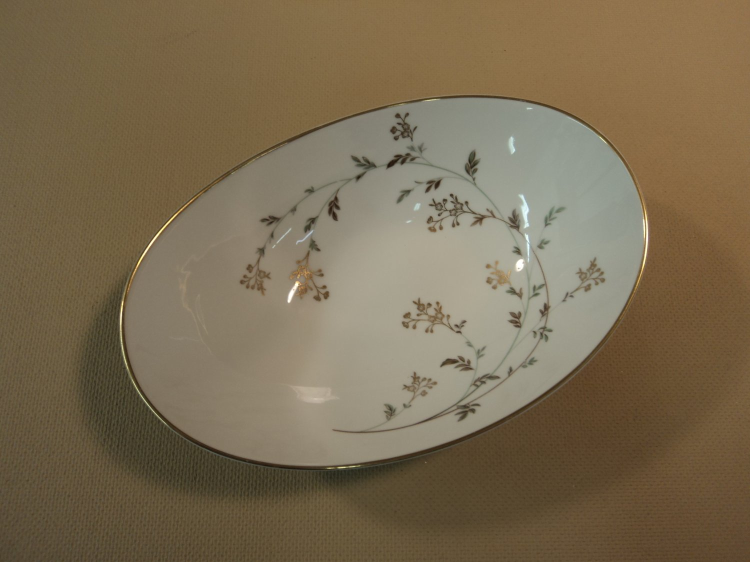 Noritake Andrea 5524 9-in Oval Vegetable White/Gray/Gold Leafs Stems China