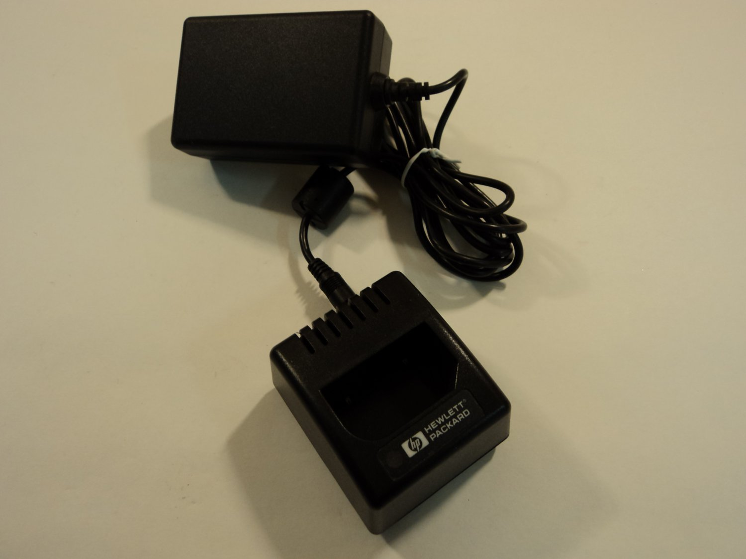 HP Lithium Battery Charger Power Adaptor 9V 1333mA C6324-61600 C6326-66401