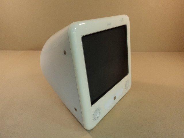 Apple eMac 700MHz 17in PowerPC G4 PowerMac 4 4 White 40GB Hard Drive Memory 640MB CD-ROM Serial G822