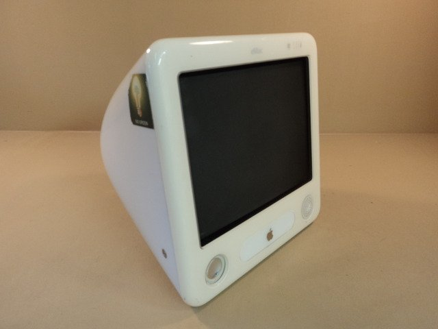 Apple eMac 700MHz 17in PowerPC G4 PowerMac White 40GB Hard Drive EMC 1903 A1002