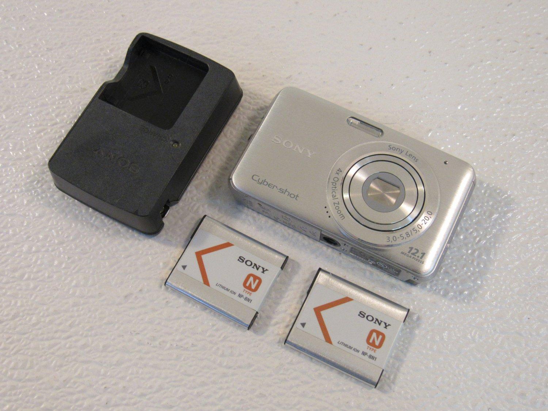 Sony CyberShot Digital Still Camera 12.1MP Silver 2.7in LCD Screen DSC-W310