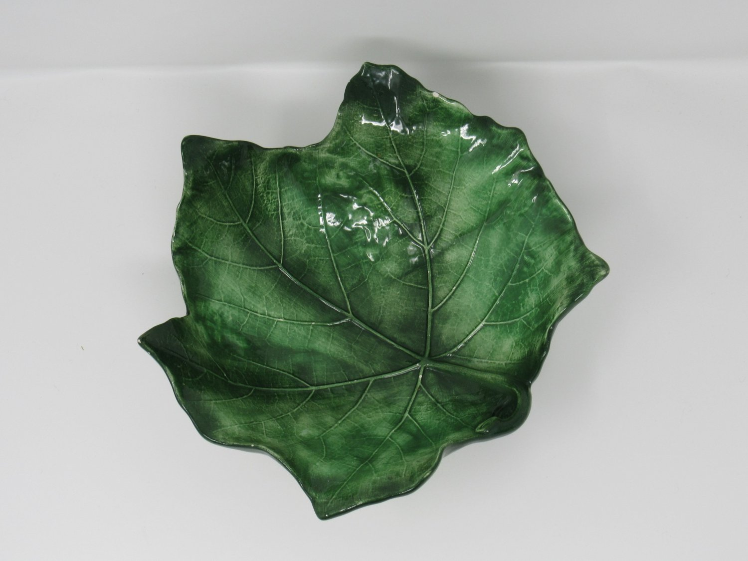 Handcrafted Hand Painted Leaf Candy Chip Bowl 9in L x 9in W x 4in H Green Italy