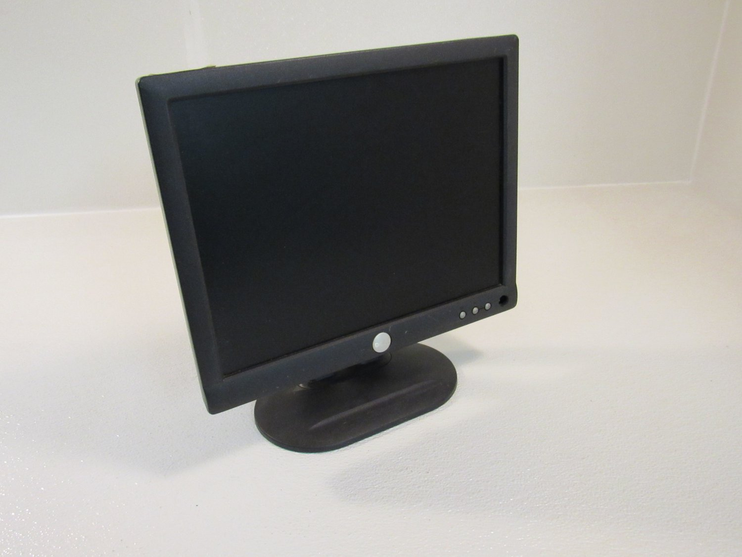 Dell 15in Color Monitor Flat Screen LCD Charcoal 100-240V E153FPf