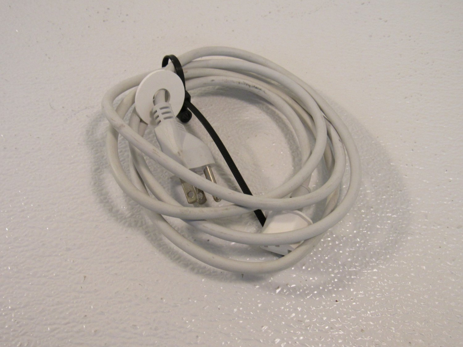 Volex Apple Power Cord 120V 6 Foot White Genuine/OEM PS204