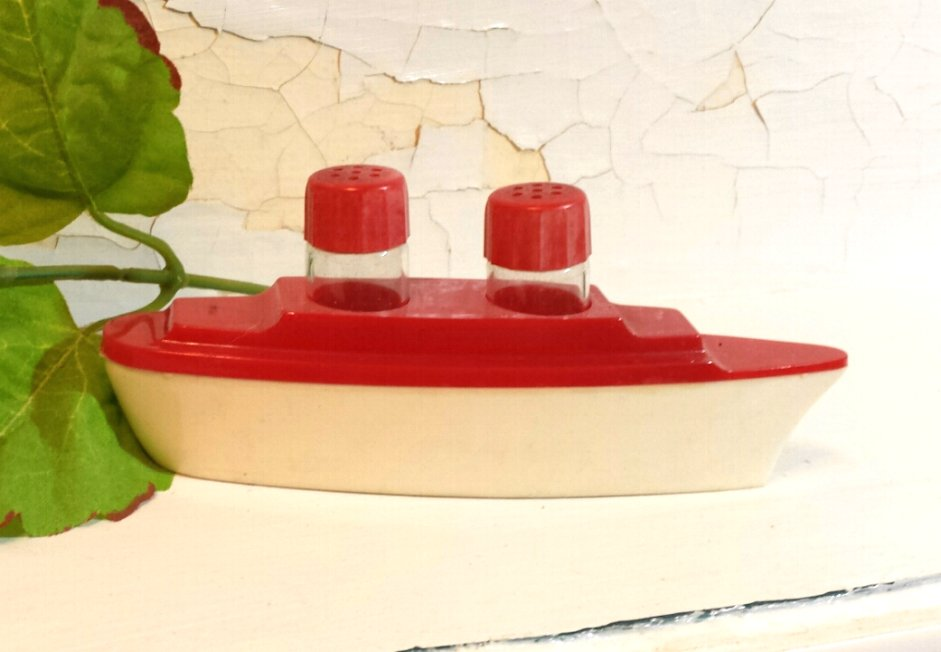 Glass and Plastic 3-Piece Ocean Liner Salt and Pepper