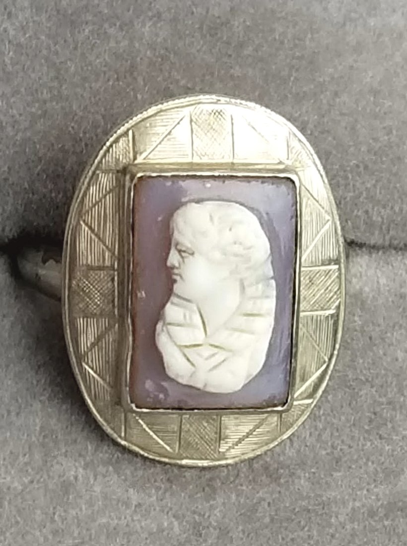 Antique 18kt White Gold Cameo Ring 18 KT Woman with Upswept Hair