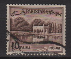 PAKISTAN 1961 - Scott 134 used - 10p,  Shalimar Gardens, Lahore  (6-592)