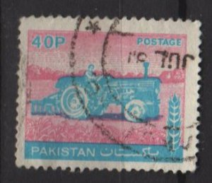 Pakistan 1978/81 - Scott  465 used - 40p, tractor (6-604)