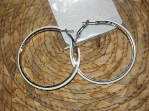 WHITE & SILVER HOOPS