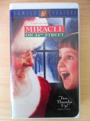 Miracle on 34th Street -VHS- Richard Attenborough & Elizabeth Perkins