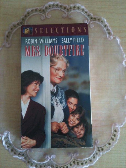 MRS. DOUBTFIRE (VHS) - ROBIN WILLIAMS, SALLY FIELD