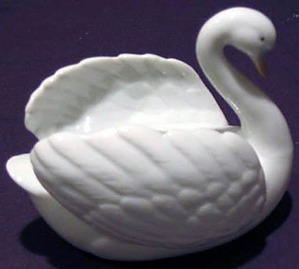 "Set of 4 Each 4"" Global Arts BONBON SWANS"