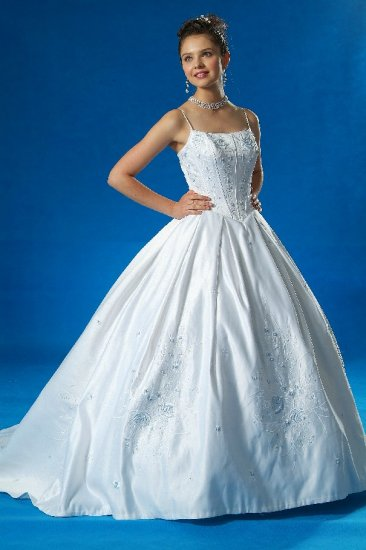 BRAND NEW ASPIRING BLUE EMBROIDERED WEDDING DRESS BRIDAL GOWN SIZE 24