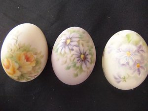 3 Vintage Handmade Painted Ceramic Floral Art Sculpture Easter Egg Decorations