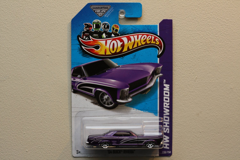 Hot Wheels 2013 HW Showroom '64 Buick Riviera (purple)