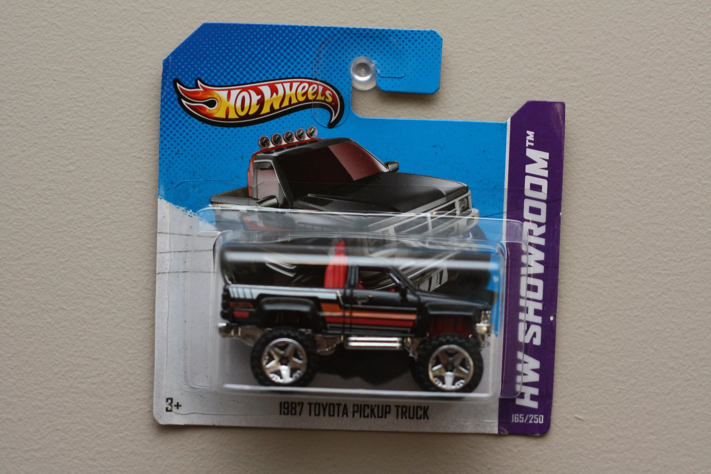 Hot Wheels 2013 HW Showroom 1987 Toyota Pickup Truck (black)