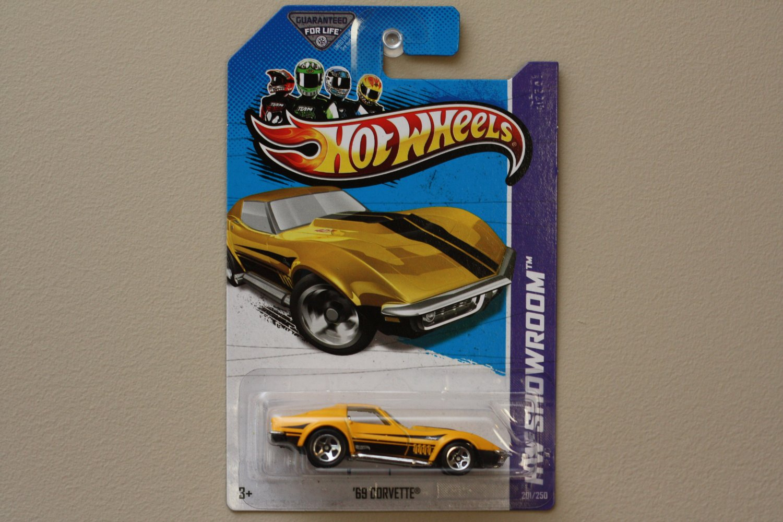 Hot Wheels 2013 HW Showroom '69 Corvette (yellow)