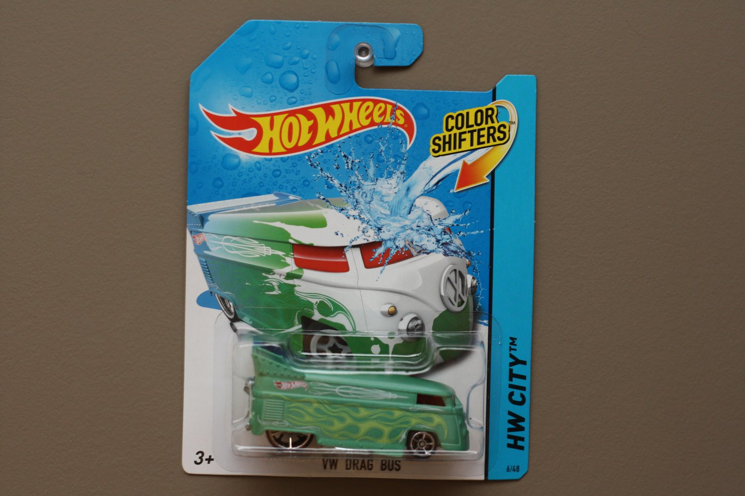 Hot Wheels 2014 Color Shifters Volkswagen Drag Bus (green to white)