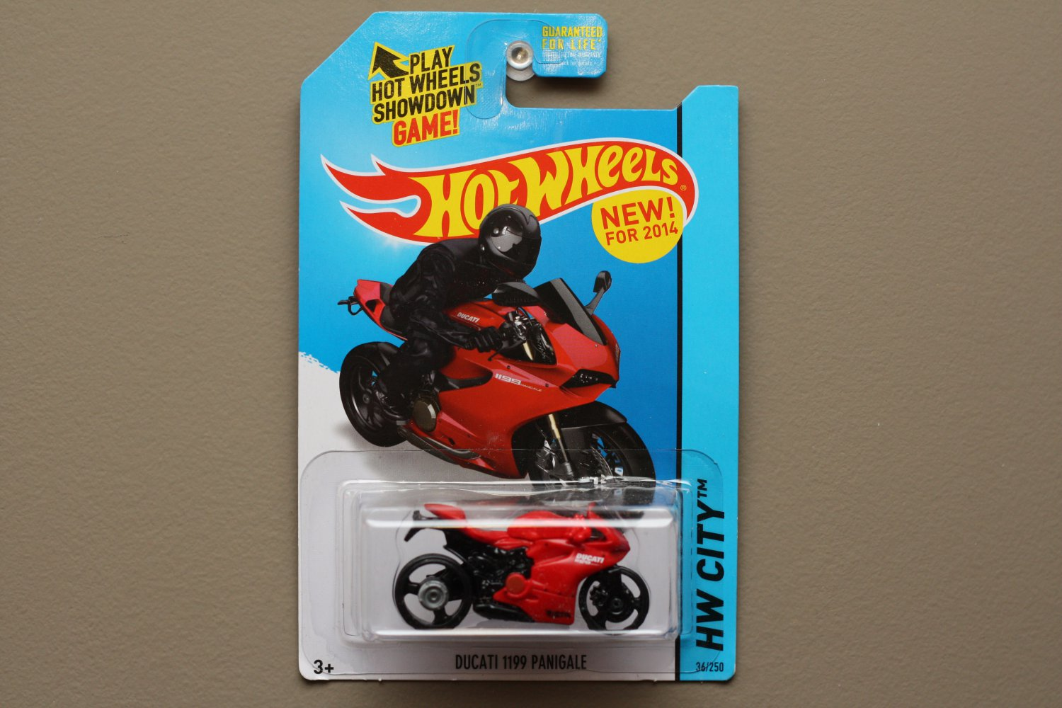Hot Wheels 2014 HW City Ducati 1199 Panigale (red)