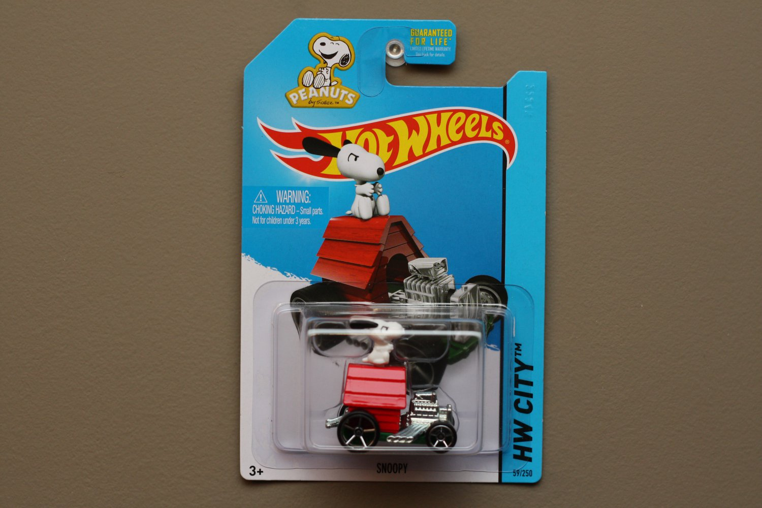 Hot Wheels 2015 HW City Snoopy (Peanuts) (red) (SEE CONDITION)