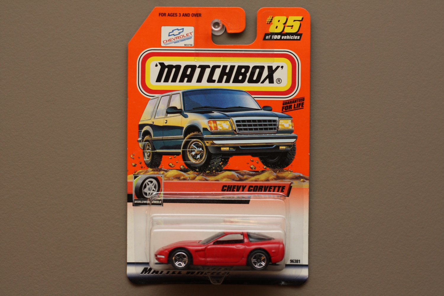 Matchbox 2000 Series 17 '97 Chevy Corvette (red) (Logo Car)