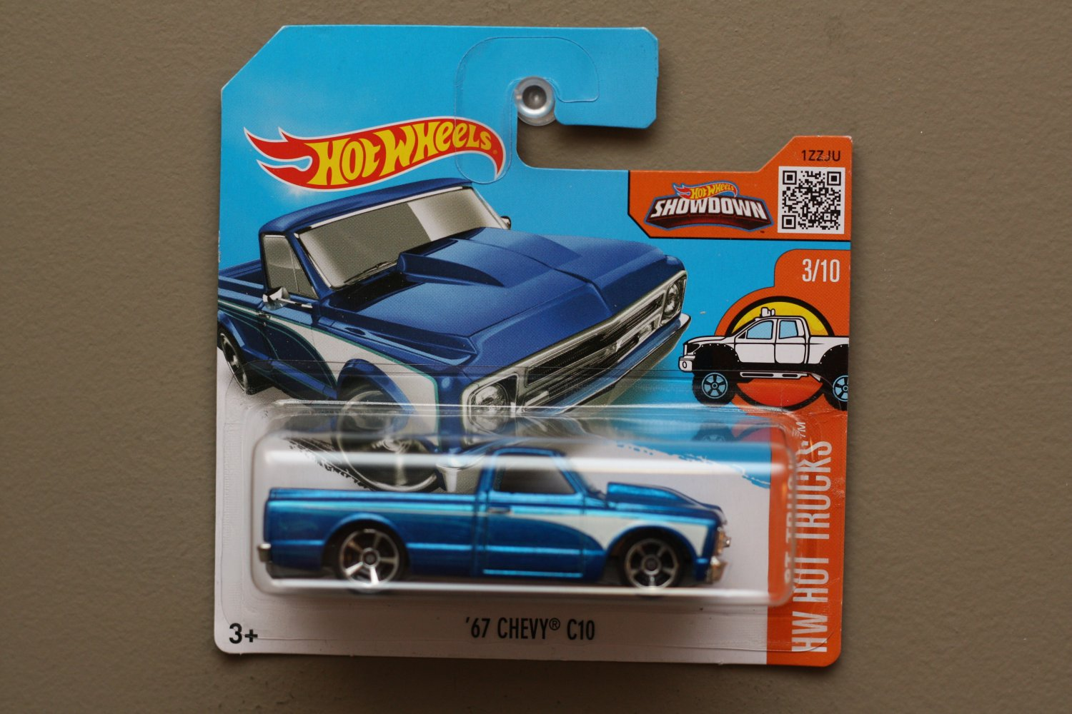 Hot wheels 2016 hw hot trucks 39 67 chevy c10 blue for 9 salon hot wheels 2016