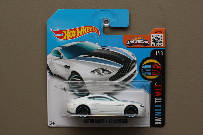 Hot Wheels 2016 HW Mild To Wild Aston Martin V8 Vantage (white)