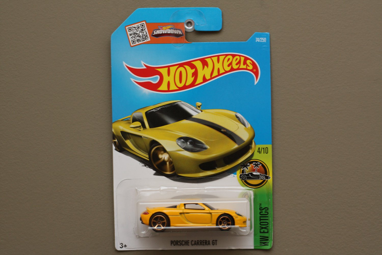 Hot wheels 2016 hw exotics porsche carrera gt yellow for 9 salon hot wheels 2016