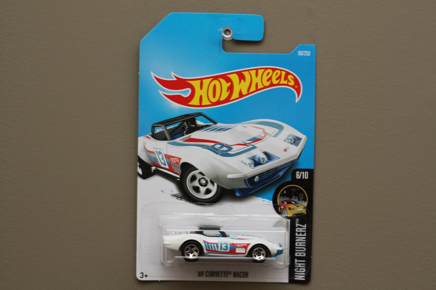 Hot wheels 2016 nightburnerz 39 69 corvette racer white for 9 salon hot wheels 2016