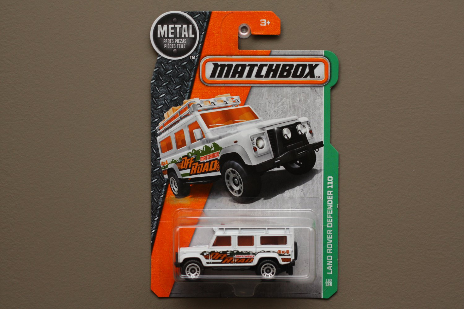 Matchbox 2016 MBX Explorers Land Rover Defender 110 (white)