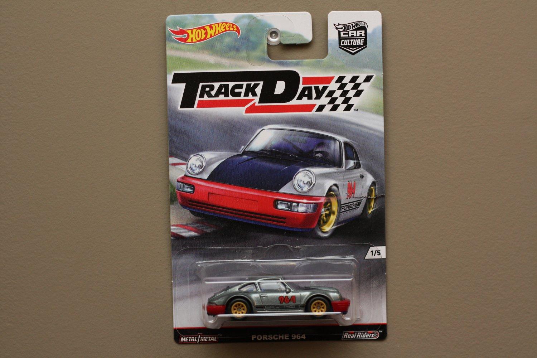 Hot Wheels 2016 Car Culture Track Day Porsche 964 Carrera 2 (Magnus Walker) (SEE CONDITION)
