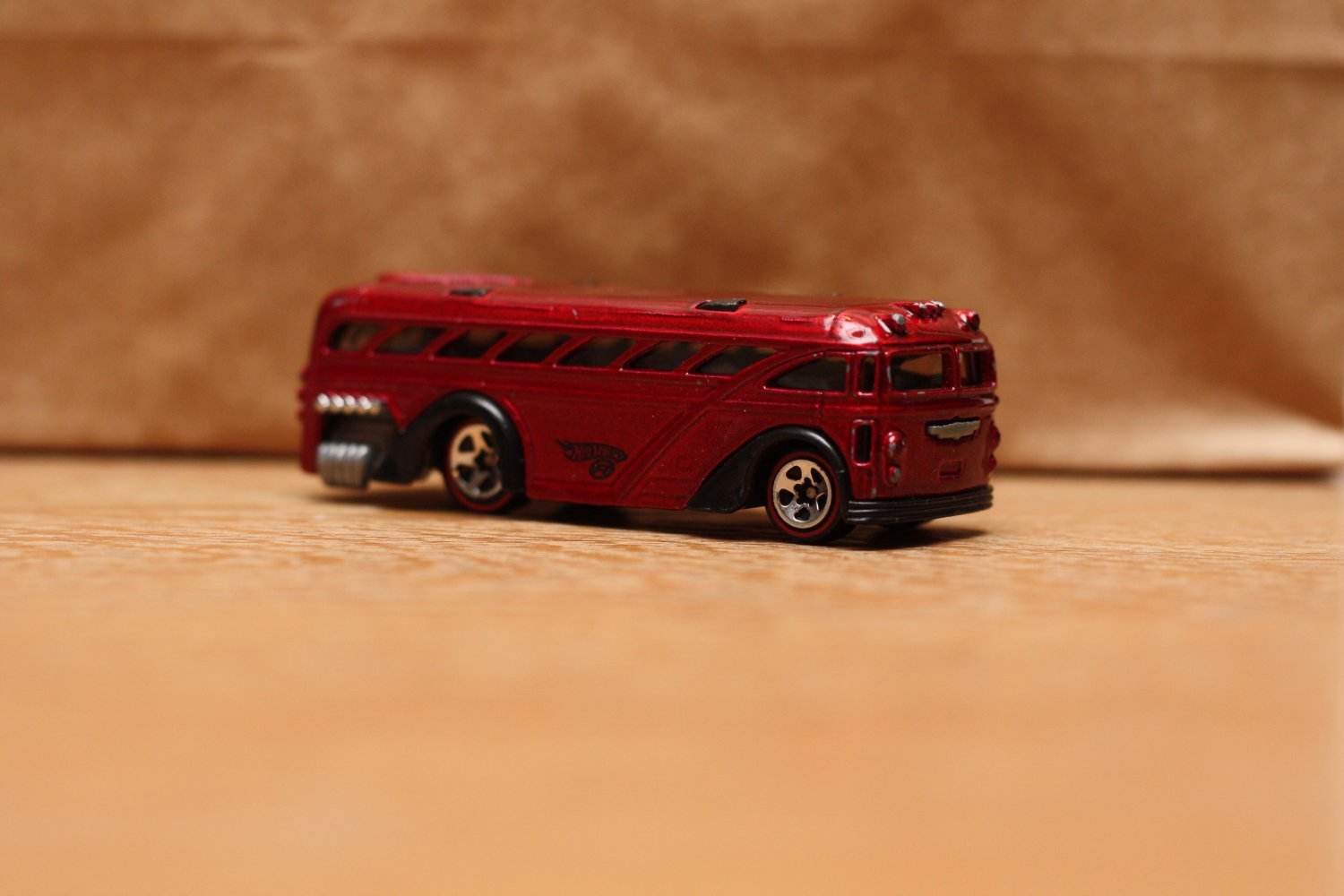 [USED] Hot Wheels 2005 Red Lines Surfin' School Bus (red)