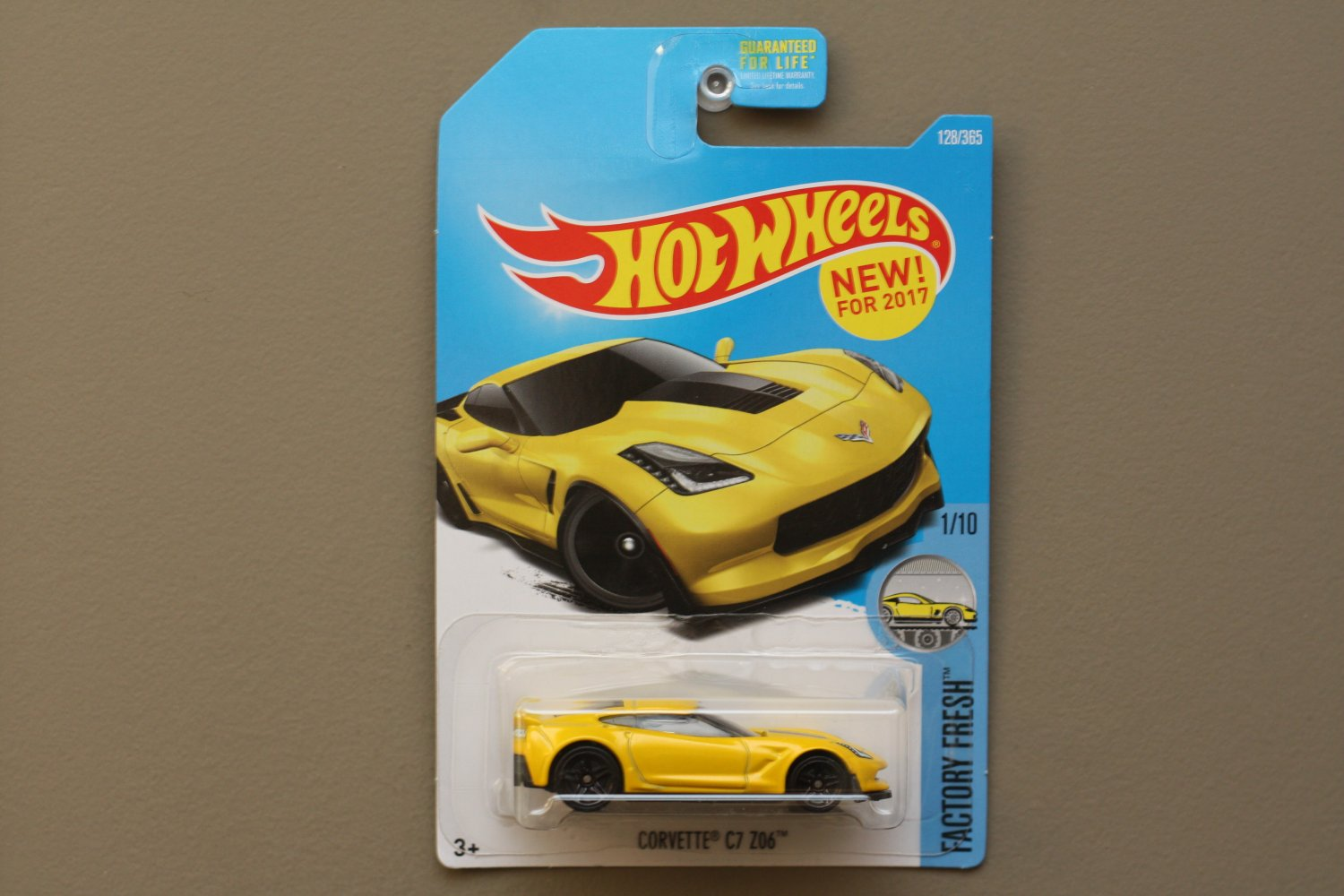 Hot Wheels 2017 Factory Fresh Corvette C7 Z06 (yellow) (SEE CONDITION)