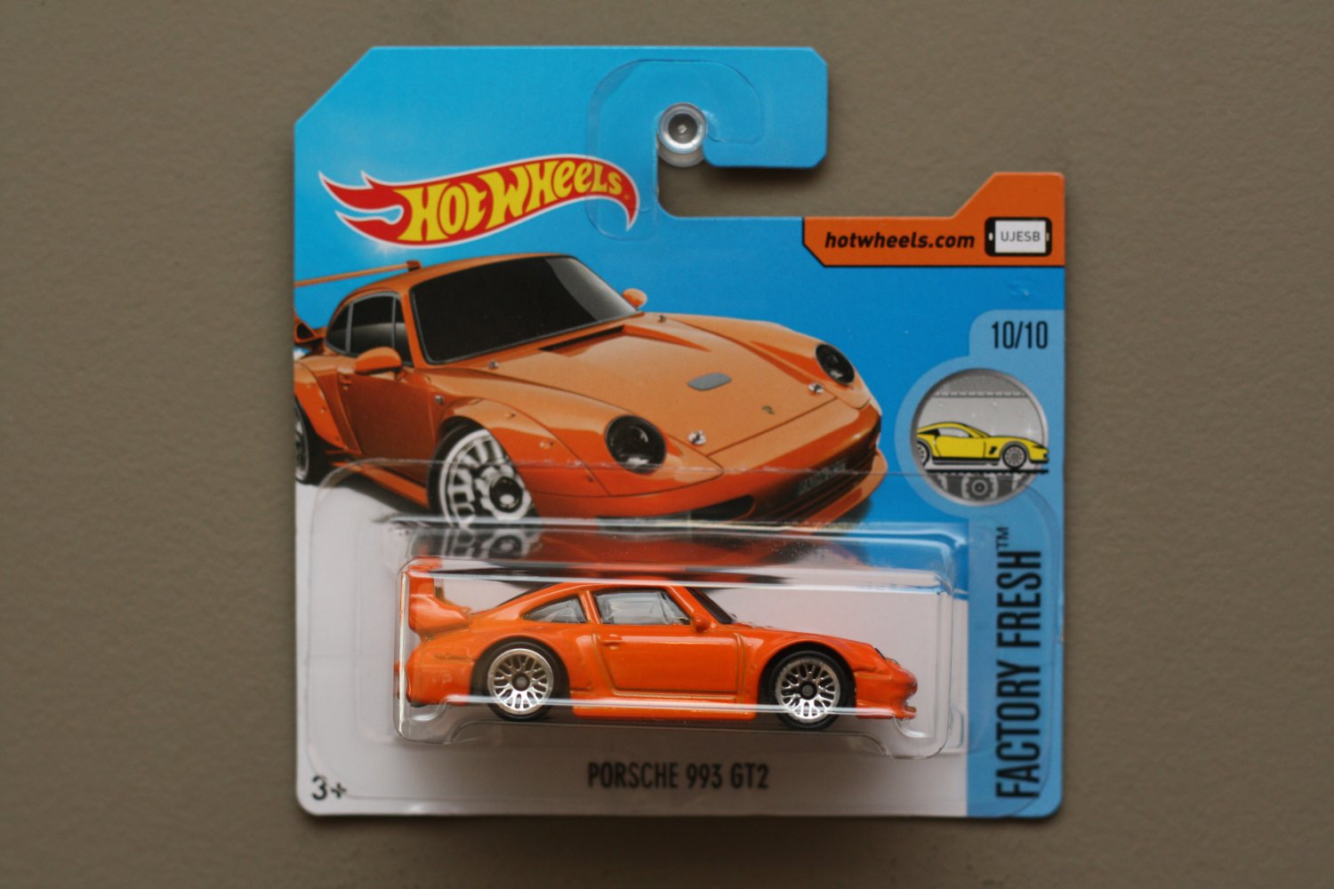 Hot Wheels 2017 Factory Fresh Porsche 993 GT2 (orange)