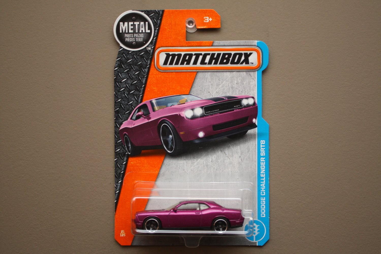 Matchbox 2017 MBX Adventure City Dodge Challenger SRT8 (magenta)