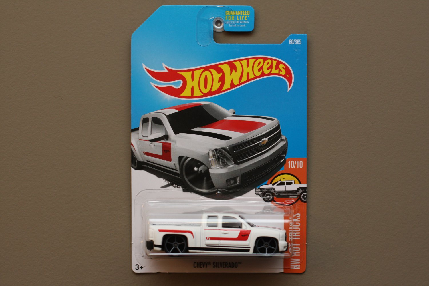Hot Wheels 2017 HW Hot Trucks Chevy Silverado (white)